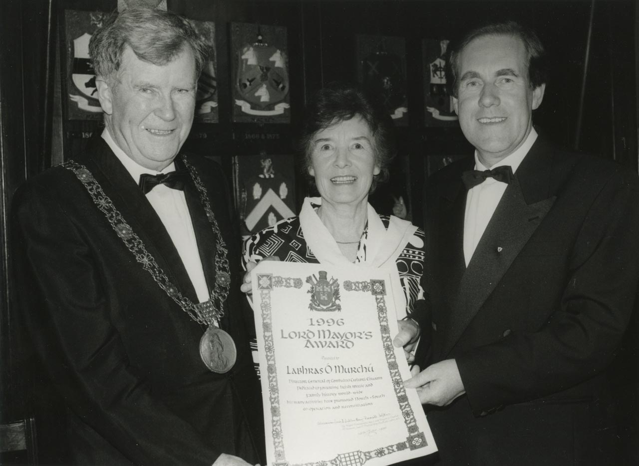 Labhrás Ó Murchú with Una receiving The Dublin Civic Honour Award presented by Lord Mayor Sean Dublin Bay Loftus.